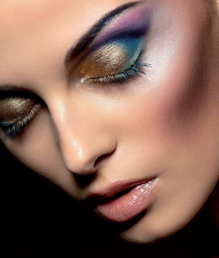 maquillaje de ojos ahumados opciones en colores brillantes
