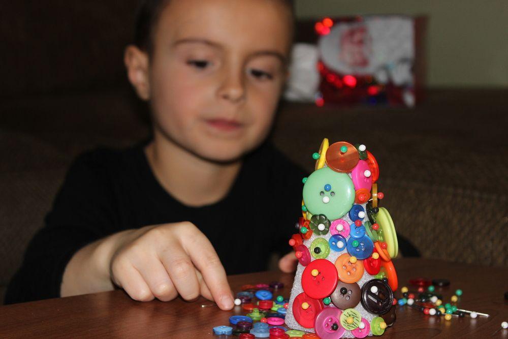 Cool Christmas craft Button Christmas tree