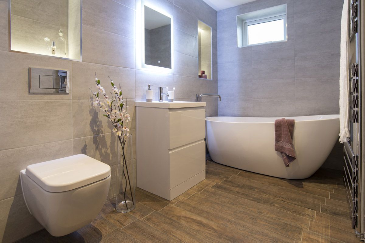 The yang curved freestanding bath looked great alongside a modern