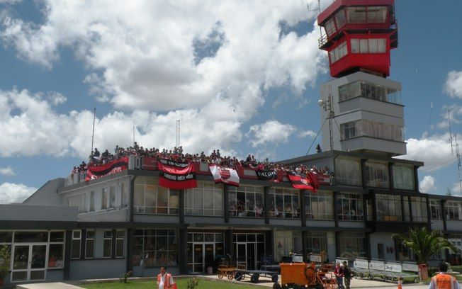 Torcida Do Flamengo No Aeroporto De Sucre Na Bolivia Flamengo
