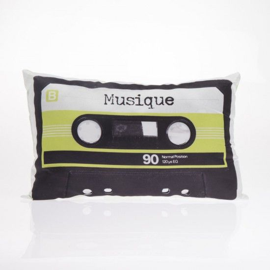 Almohadón en forma de Cassette  - Almohadón en forma de Cassette Medida: 40 x 25 cm Diseño y estilo para cada rincón de tu hogar.