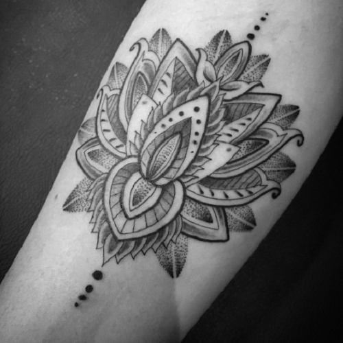 fleur des iles tatouage homme bras tatouage. Black Bedroom Furniture Sets. Home Design Ideas