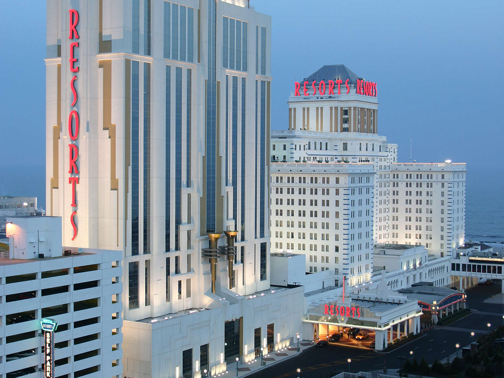 With 12 Dining Options 11 Retail Shops An Indoor Pool And More This Ac Resort Is The King Of America S Fav Atlantic City Resorts Casino Resort Casino Hotel