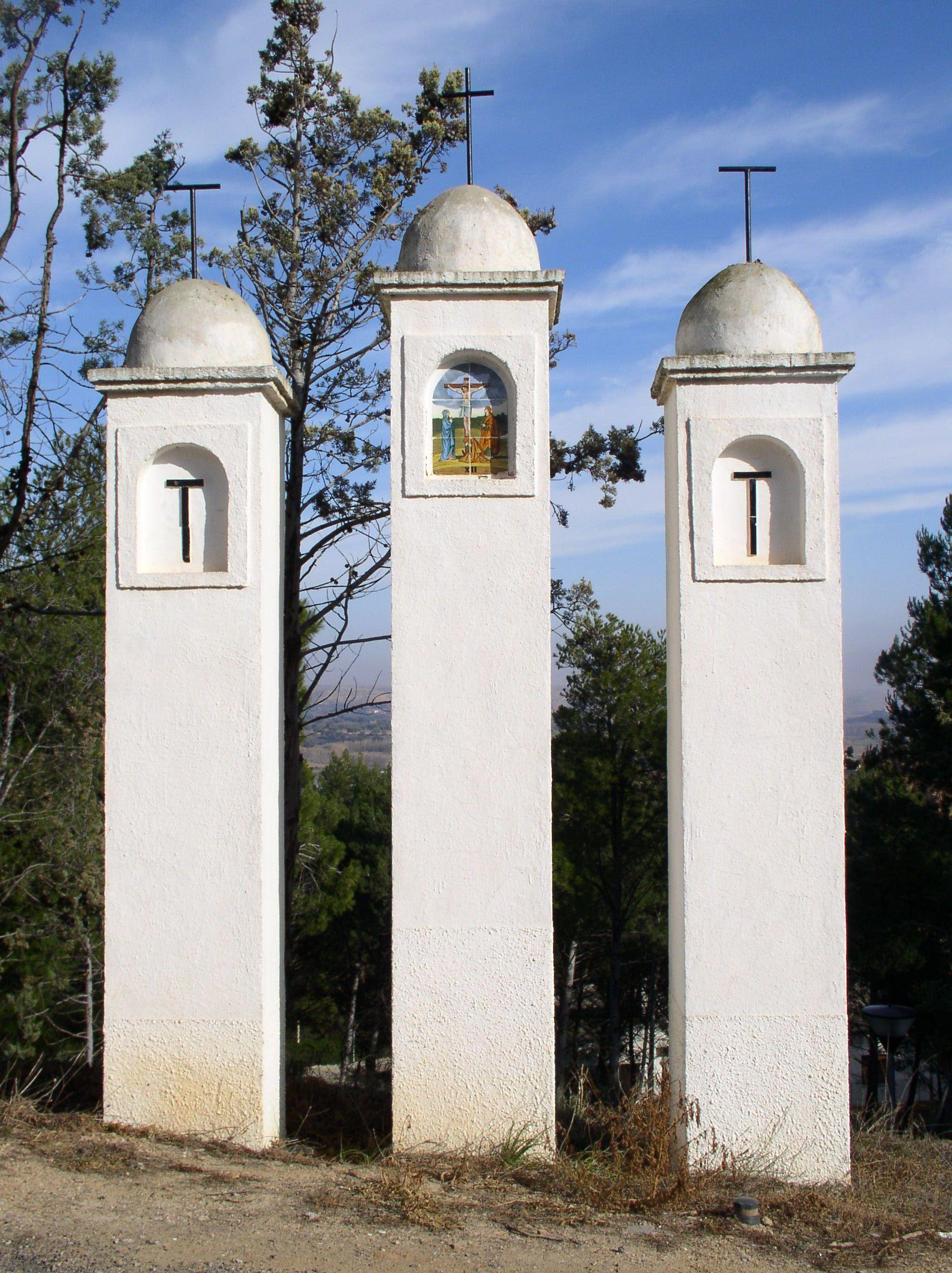 Estación XII del Via Crucis del monte Calvario de Híjar.