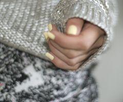 love this nail color.
