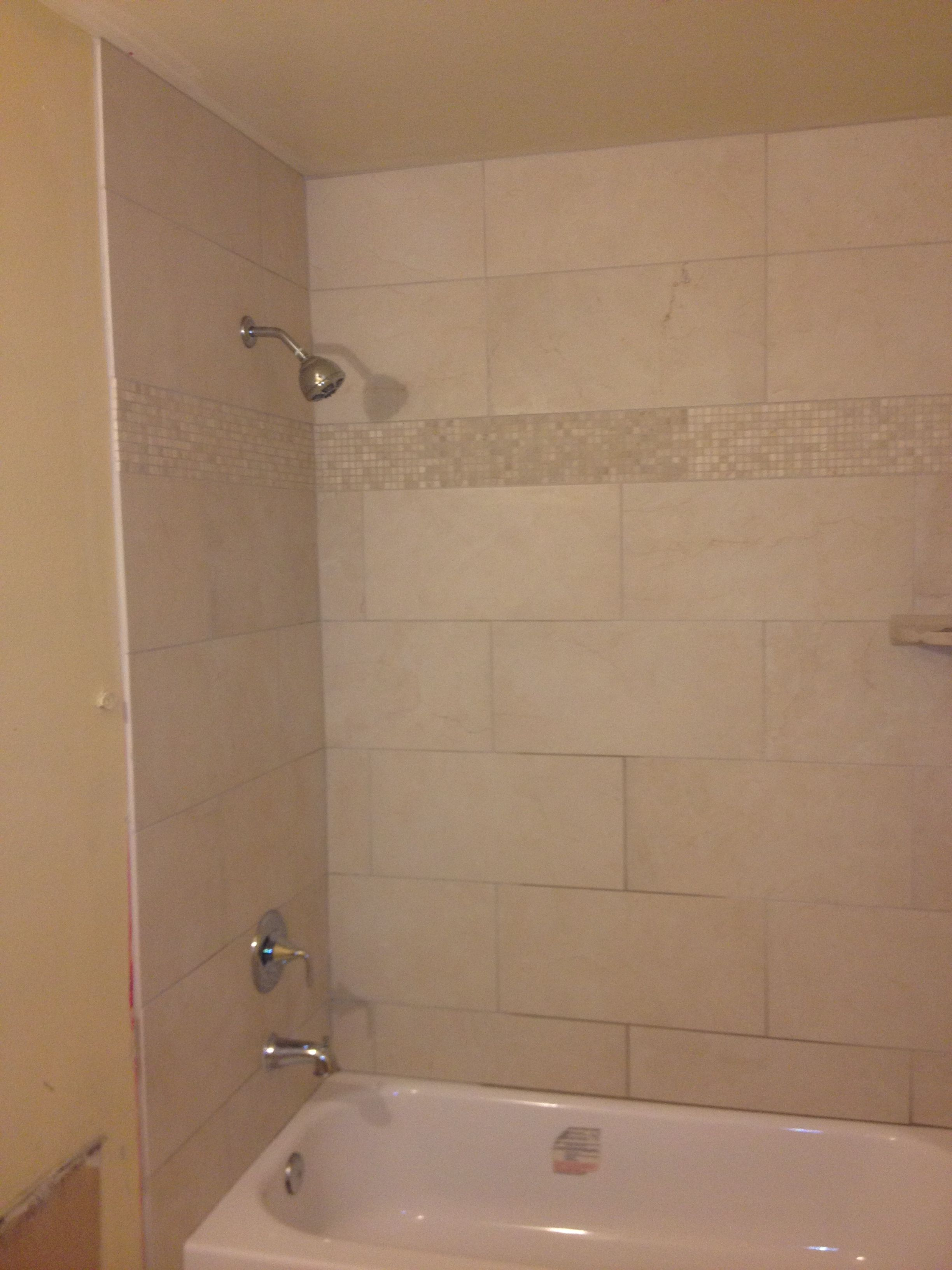Tub Tile Surround With Travertine Band Showers Tubs Pinterest