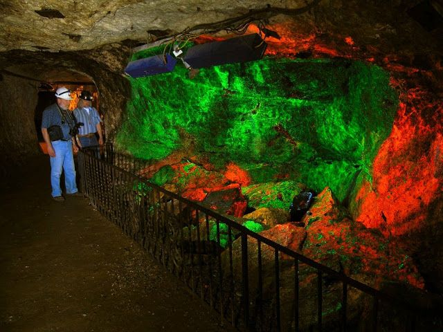 See the World's Largest Collection of Fluorescent Rocks | Geology IN