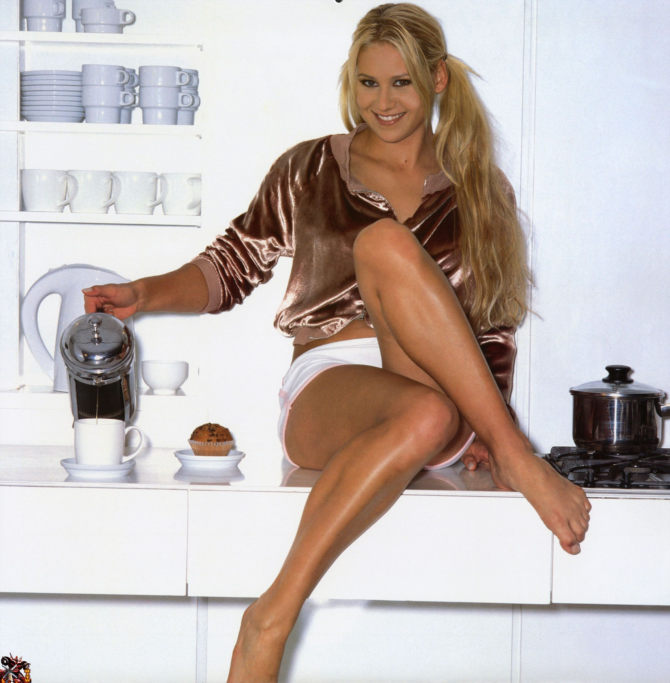 Ana Ivanovic Feet pin on coffee