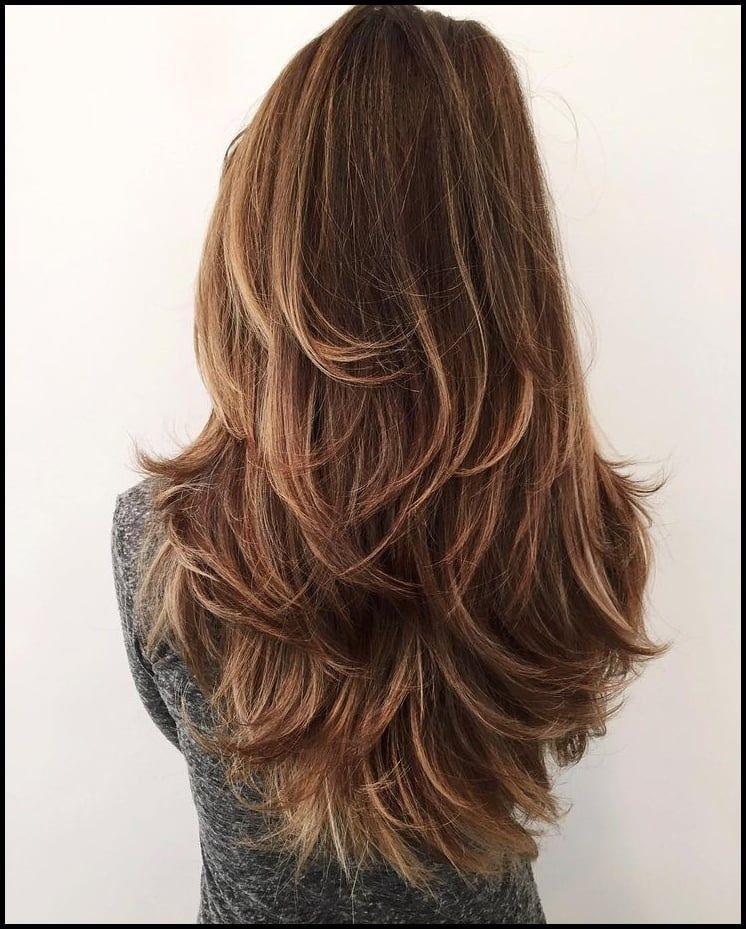 Lange Glatte Haare 15 Super Trendy Frisuren Die Sie Lieben Werden Gestufter Haarschnitt Haarschnitt Stufenschnitt Lange Haare