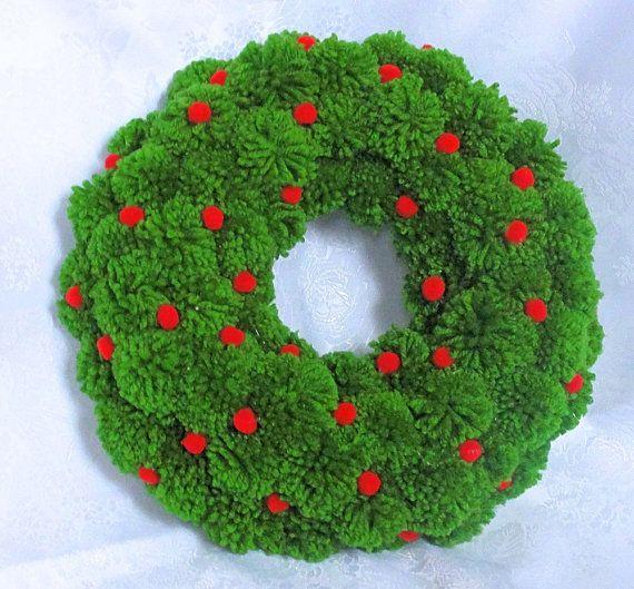 Ähnliche Artikel wie Grüne Weihnachtskranz, Adventskranz, Pom Pom Kranz, neues Haus Geschenk, Türkranz, Pom-Pom-Dekor, Garn-Bommel-Dekor, Wohnkultur, Xmas Decor auf Etsy