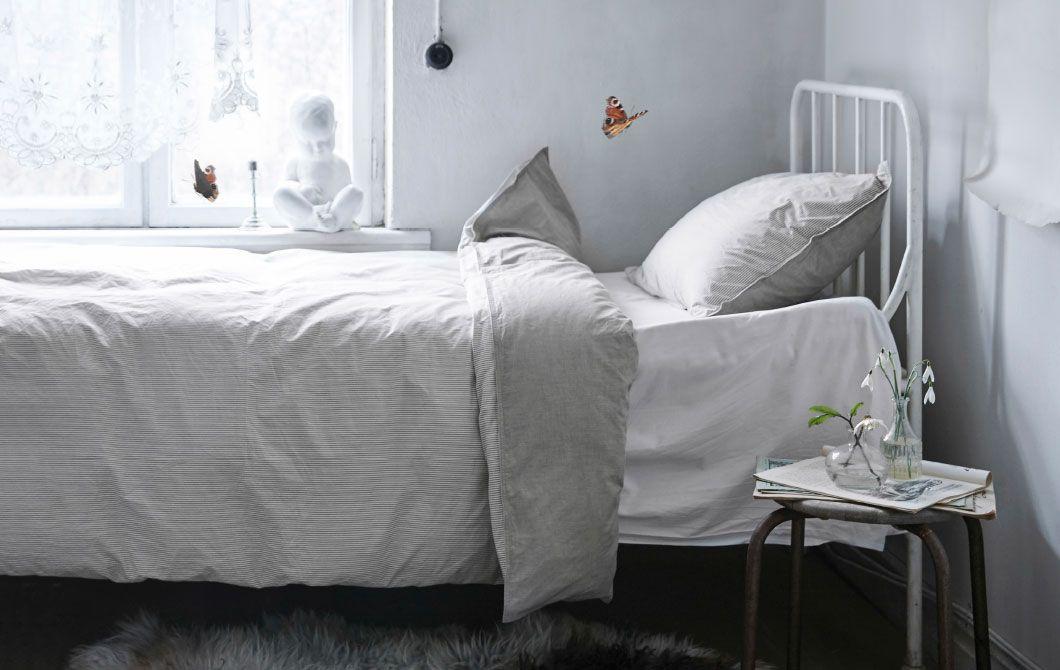 BLÅVINDA Bettwäsche-Set in Beige mit einer unifarbenen und einer gestreiften Seite