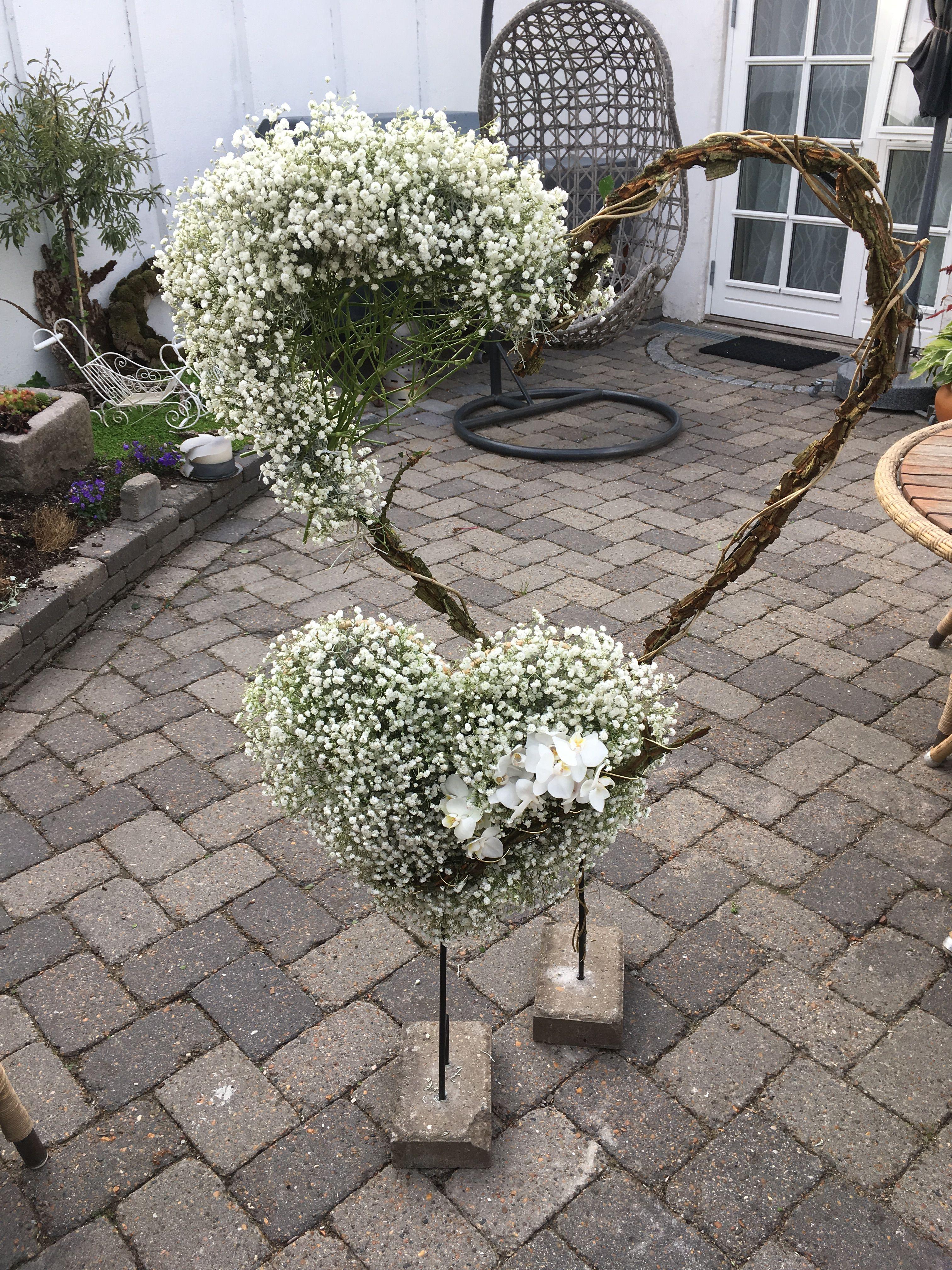 Herz mit zauberhaften Blumenschmuck