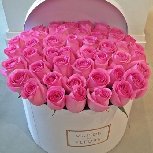 It S Friday We Re In Love With Flowers In Hat Boxes Fleur Et Rose