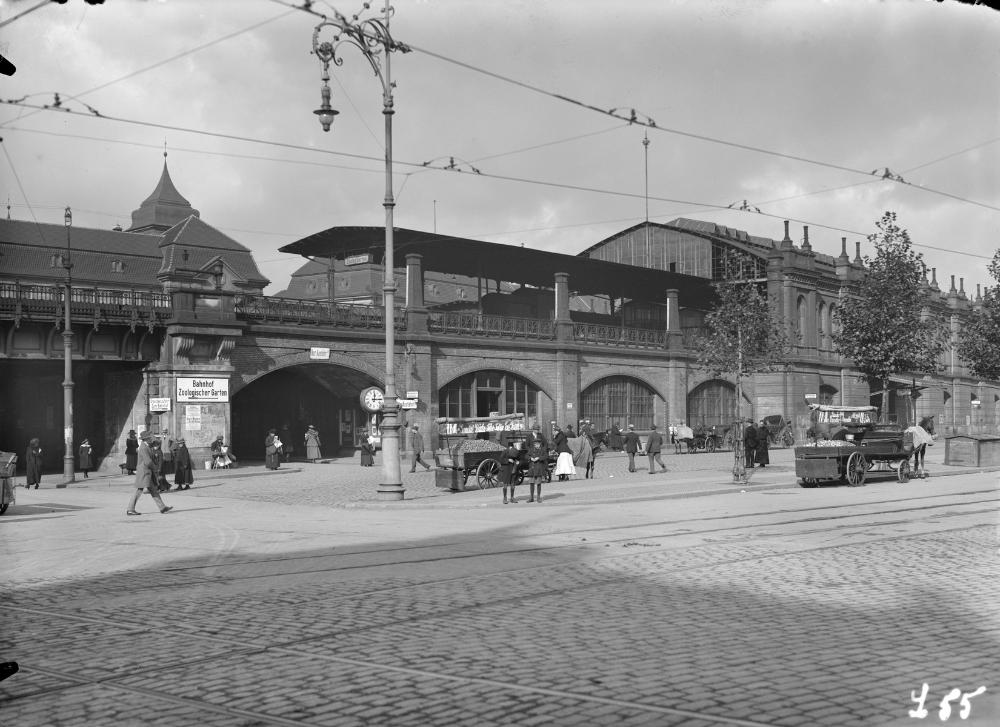 Ca 1920 Bahnhof Zoologischer Garten In 2020 Zoologischer Garten Garten Berlin Bahnhof