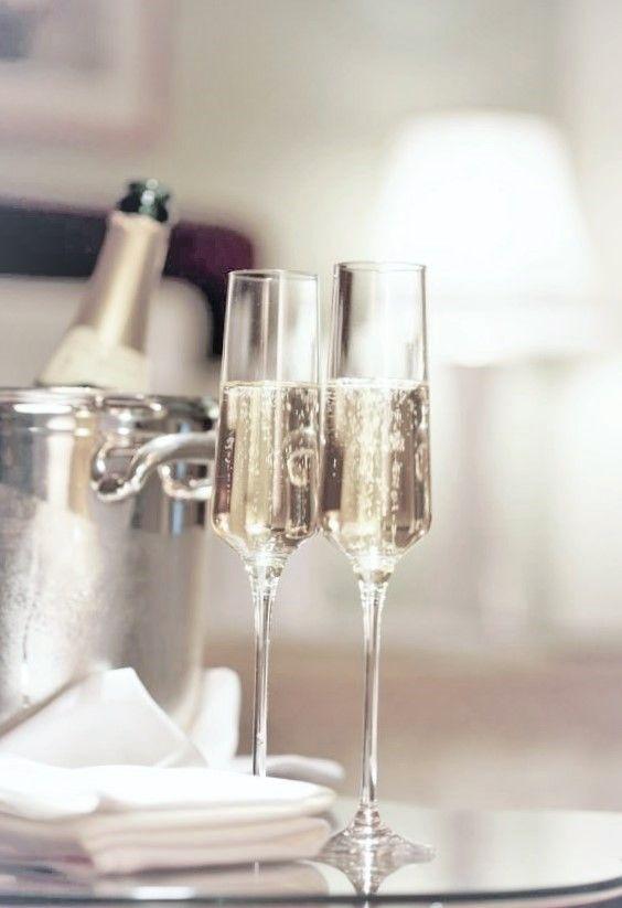 Will White Vinegar Clean Hotel Drinking Glasses