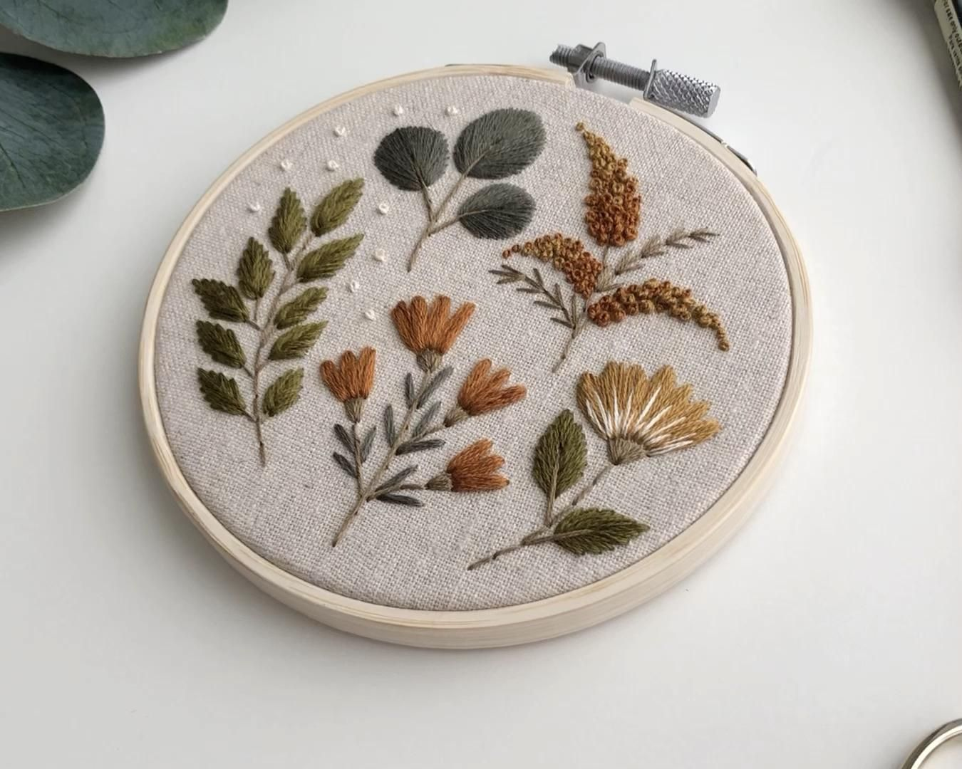 Broderie botanique    – Embroidery Hoop Art