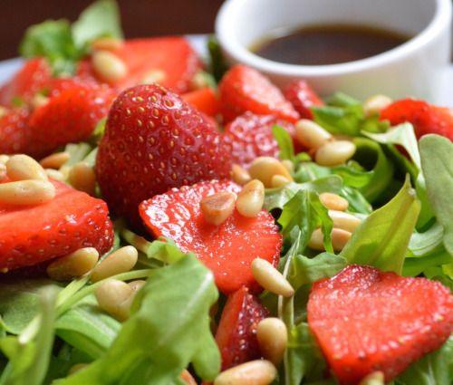 Strawberry Arugula Salad with balsamic honey vinaigrette.  Mein Blog: Alles rund um die Themen Genuss & Geschmack  Kochen Backen Braten Vorspeisen Hauptgerichte und Desserts # Hashtag