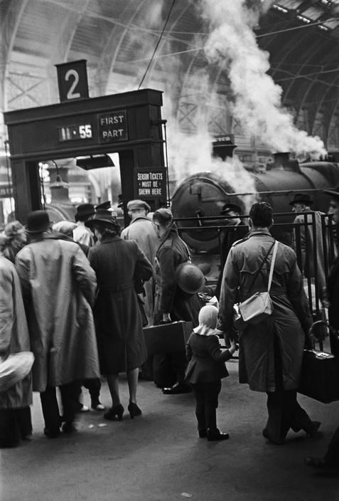 London, Paddington Station. Children being evacuated by train as bombing raids intensify. Life in London during The Blitz of World War II. 1940.