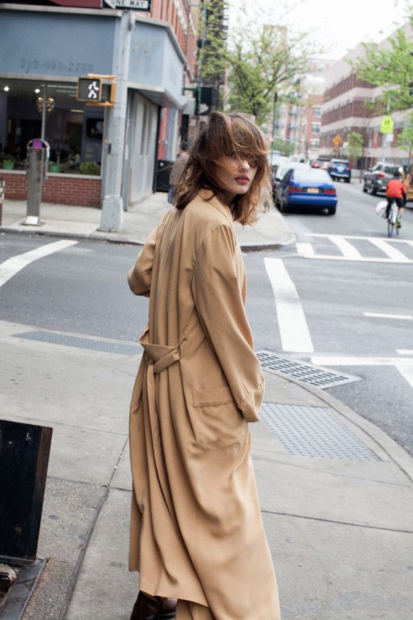Tan coat for windy days wandering NYC / the love assembly