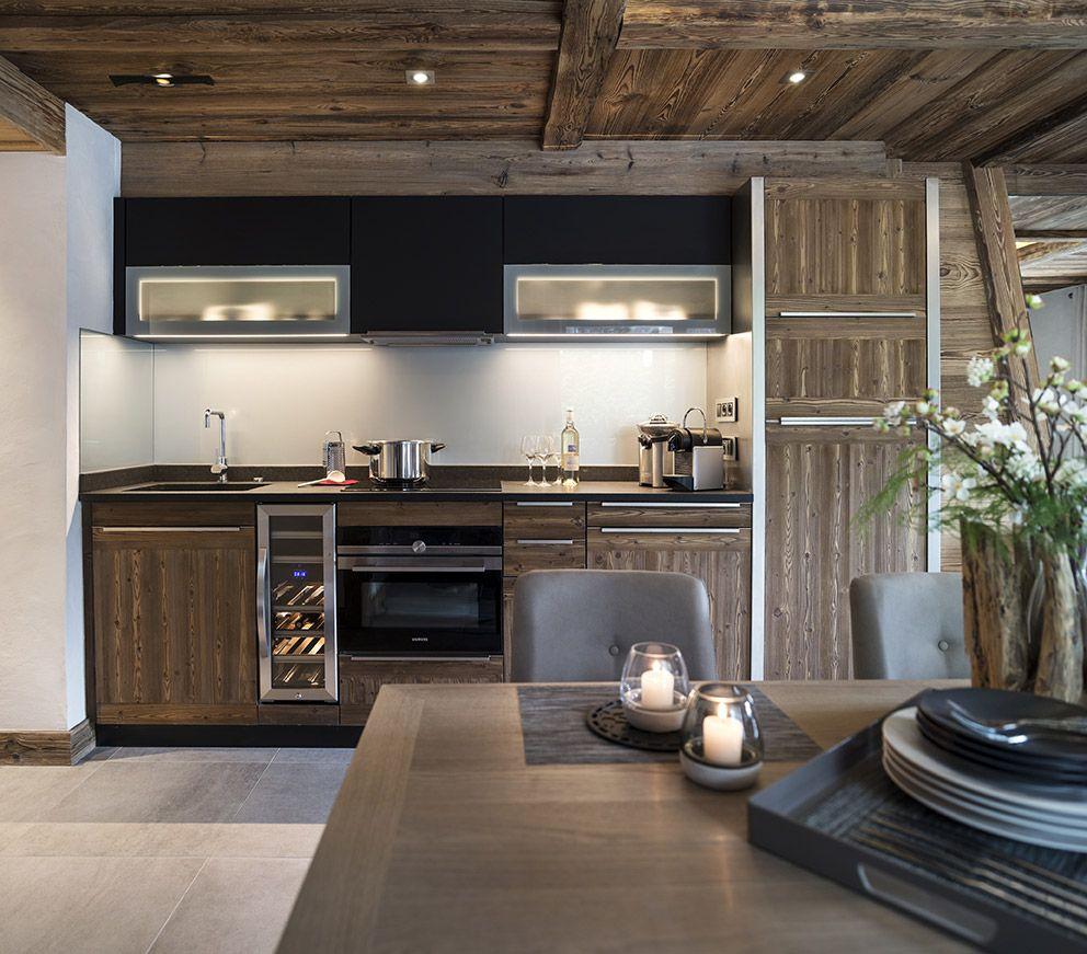 belle cuisine contemporaine bois massif chalet cuisine pinterest les cristaux cuisines. Black Bedroom Furniture Sets. Home Design Ideas