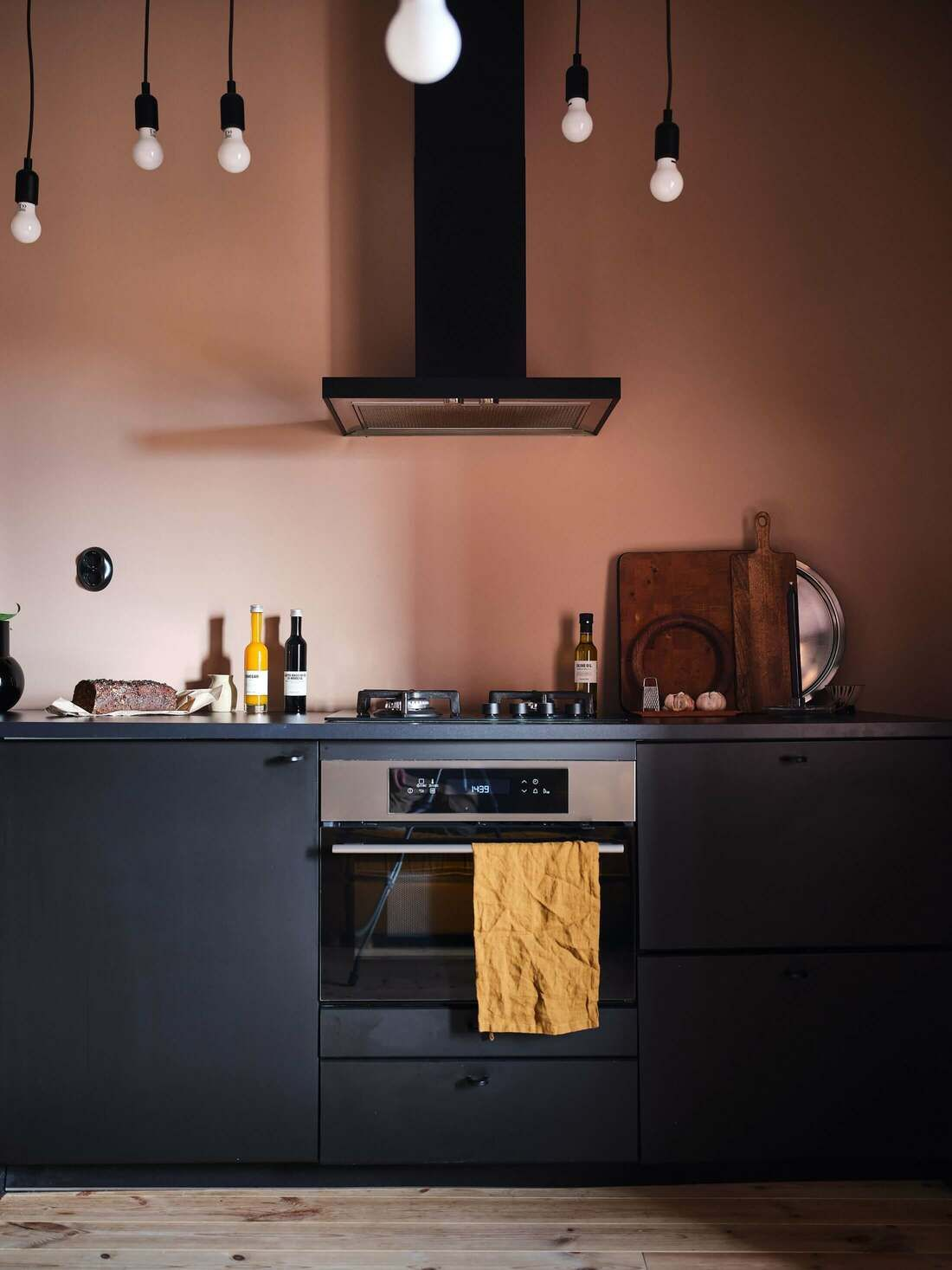 Blush Peach And Savannah Sunset Coloured Family Home Paul Paula In 2020 Black Kitchens Peach Kitchen Kitchen Wall Colors
