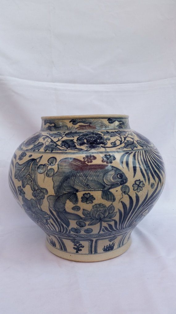 Chinese Antique Blue And White Porcelain Ming Dynasty Vase