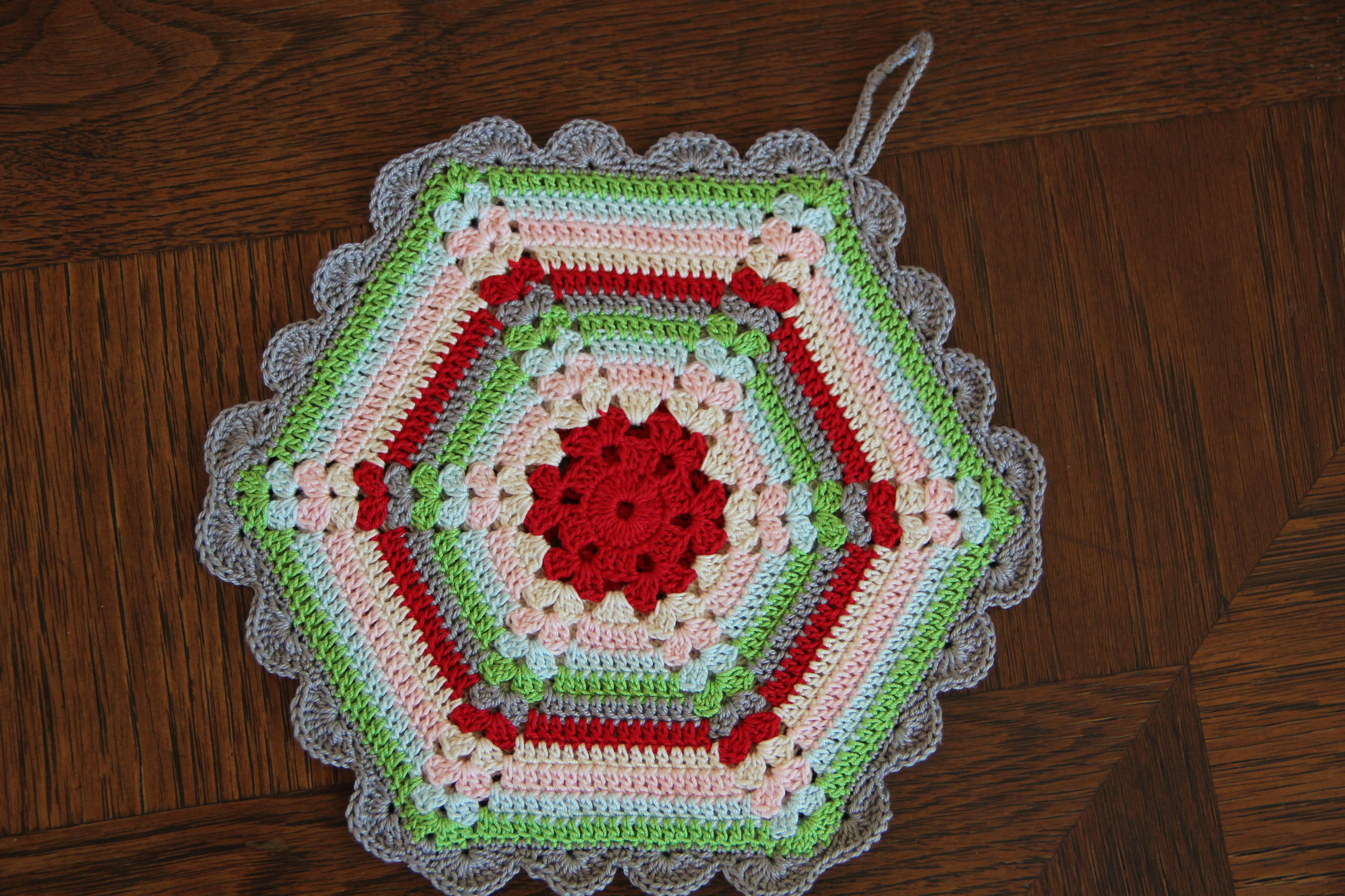 Free Vintage Pot Holder Pattern | Potholder patterns, Potholders and ...