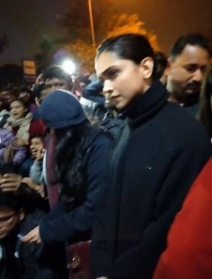 Deepika Padukone Joins Jnu Protest Bold In Real In 2020 Deepika Padukone Student Student Protest
