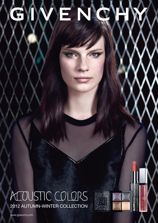 Para a campanha da nova coleção de make up da marca francesa Givenchy, a modelo Querelle Jansen fotografada por Willy Vanderperre. Os tons - invernais, lev