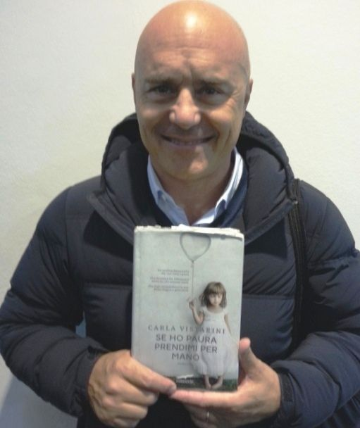 Great Commissario Montalbano, aka Luca Zingaretti, great actor, reads Se ho Paura prendimi per mano. Lovely! amzn.to/1xLwK1X