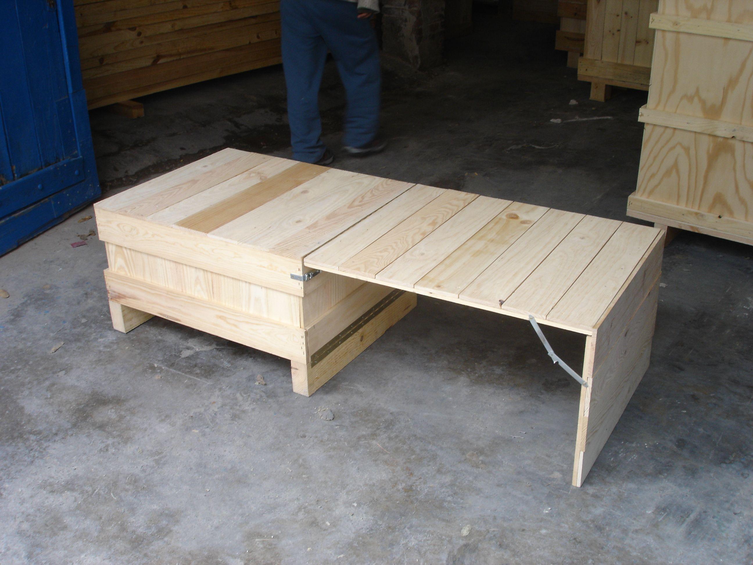 Mueble hecho con cajas de madera | Mostradores y barras para tiendas ...