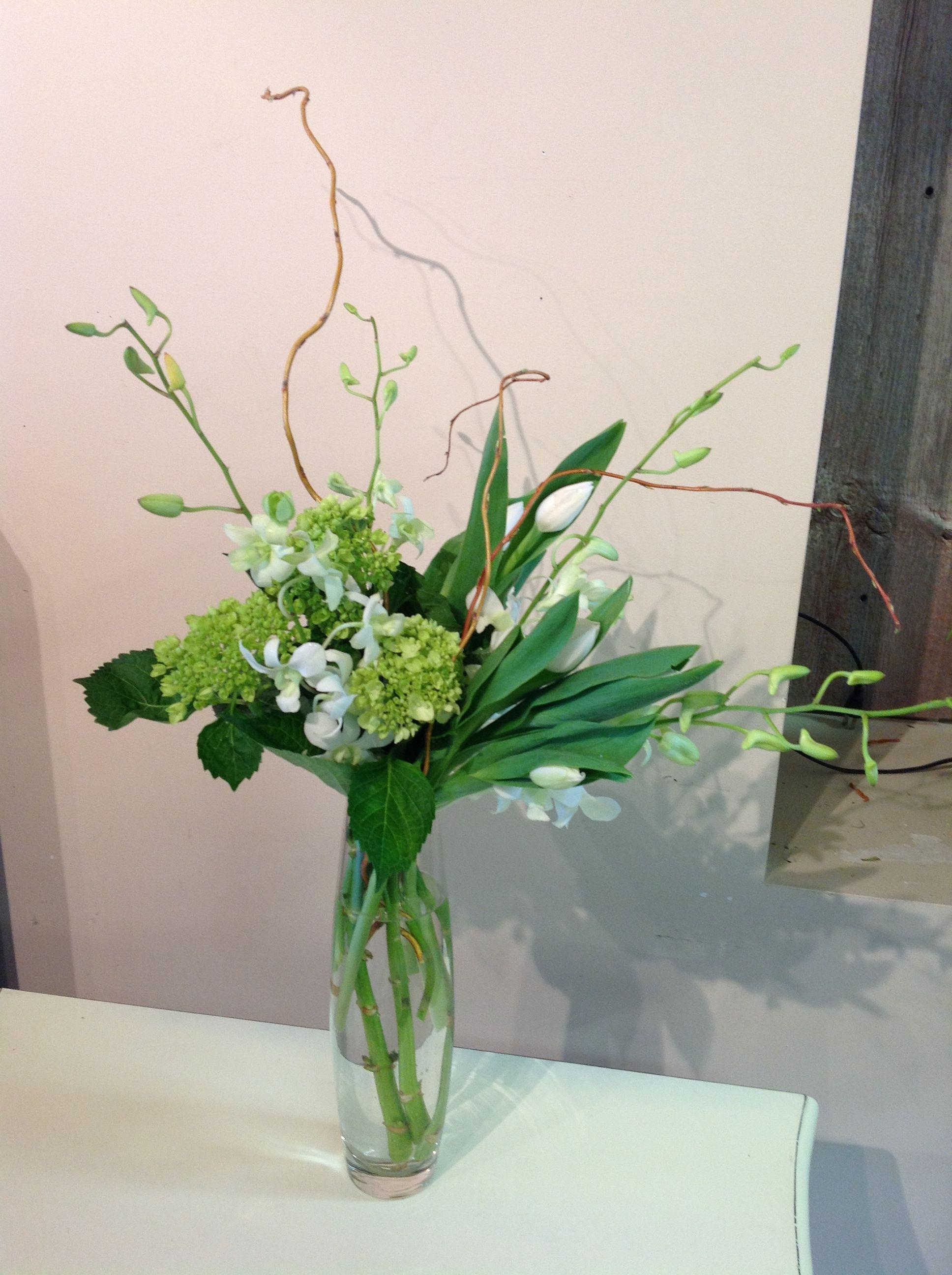 Creative Vase Arrangement With Curly Willow And Green Hydrangea Vase Arrangements Green Hydrangea Vase