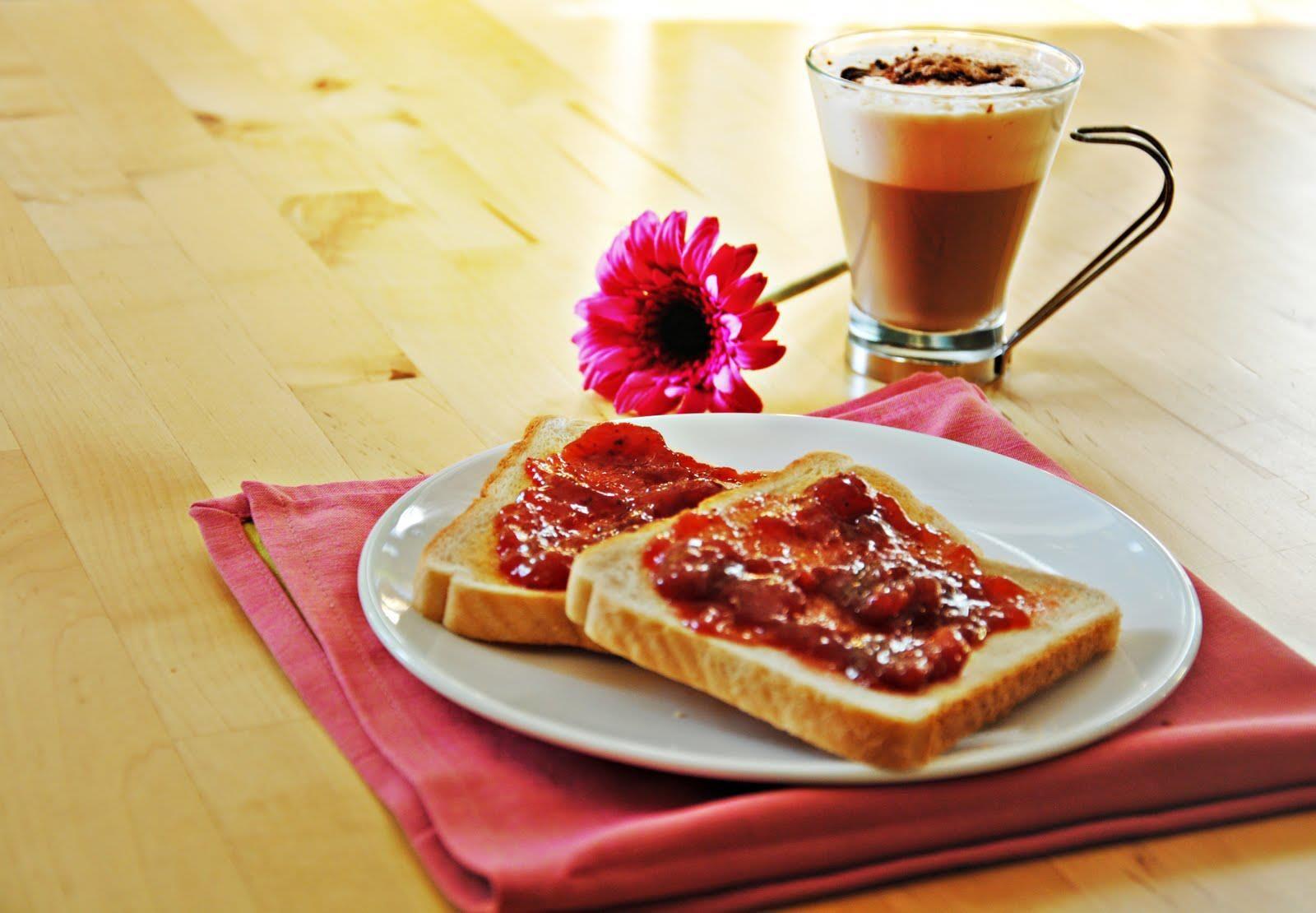 La mejor manera de iniciar el dia, un delicioso cafe, tostadas y mermelada  ...! Buenos dias!!!!   Snacks saludables, Desayuno, Pan tostado