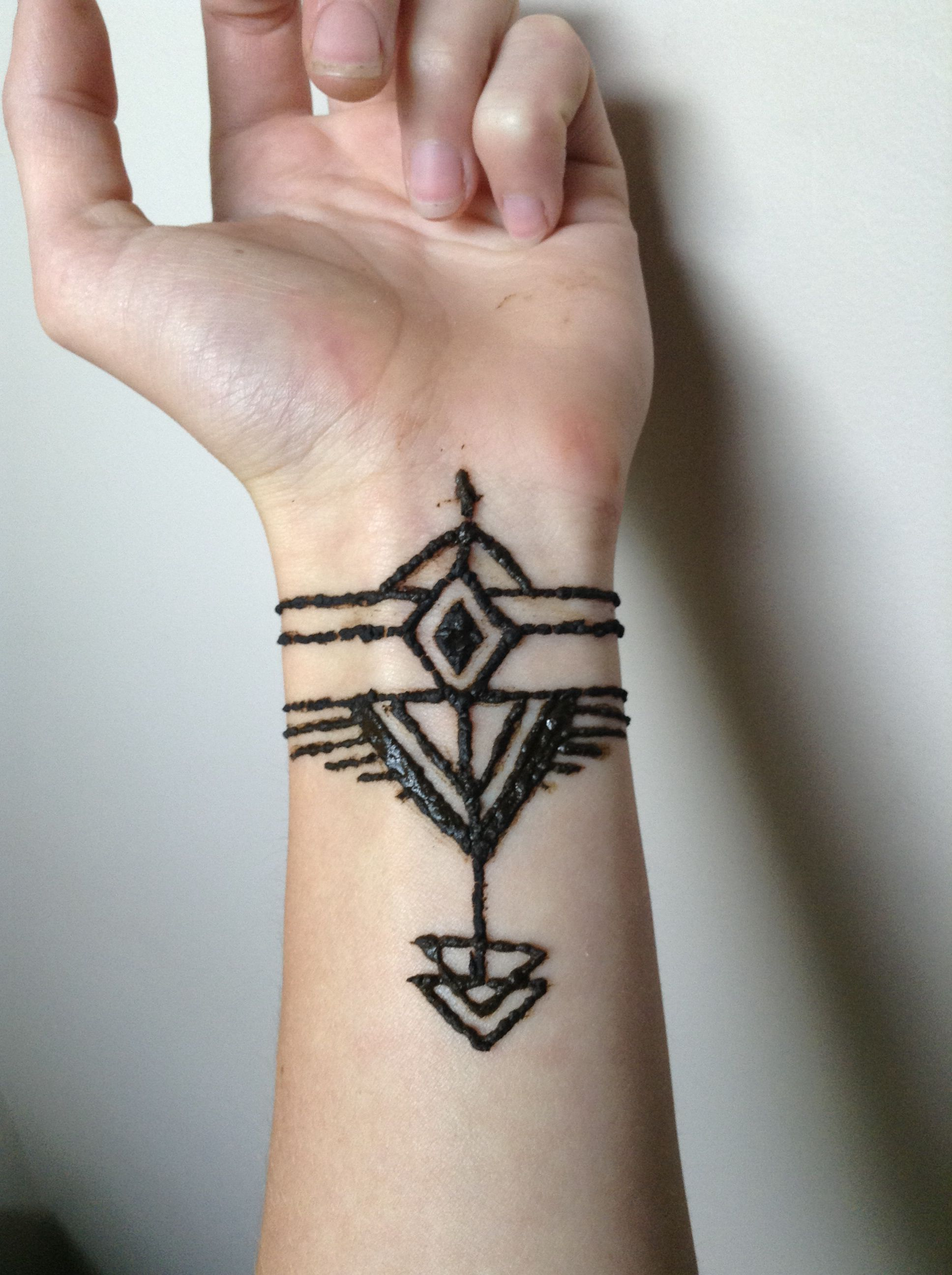 Henna Tattoo For Guys: Tribal Print Henna Tattoo Design