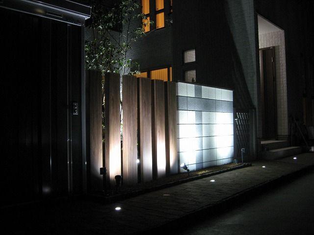 壁面を魅せる光 株式会社アークスタイル 新潟店 新潟県W様邸 Spectacular garden lighting by lighting professionals. Enjoy a dramatic, romantic, even mysterious scene comparing to a day time.