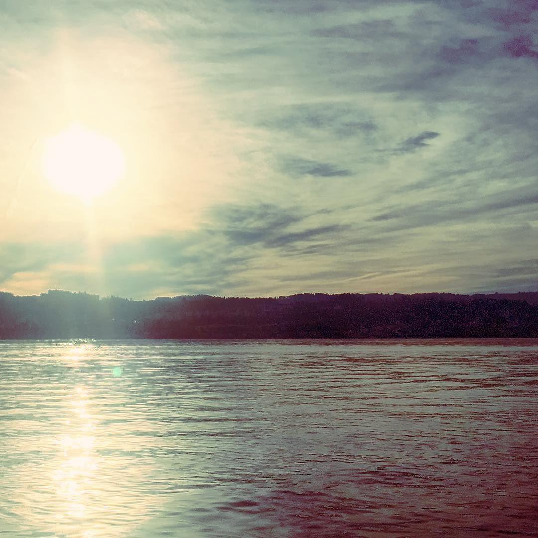 Have a nice evening #sunset #lake #swiss #switzerland #zurich #zürich #zuerich  M Y  H A S H T A G :: #pdeleonardis C O P Y R I G H T :: @pdeleonardis C A M E R A :: iPhone6  #visitzurich #ourregionzurich #Zuerich_ch #igerzurich #Züri #zurich_switzerland #ig_switzerland #visitswitzerland #ig_europe #wu_switzerland #igerswiss #swiss_lifestyle #aboutswiss #sbbcffffs #ig_swiss #amazingswitzerland #loves_switzerland #switzerland_vacations #pictureoftheday #picoftheday #blickheimat #instalike