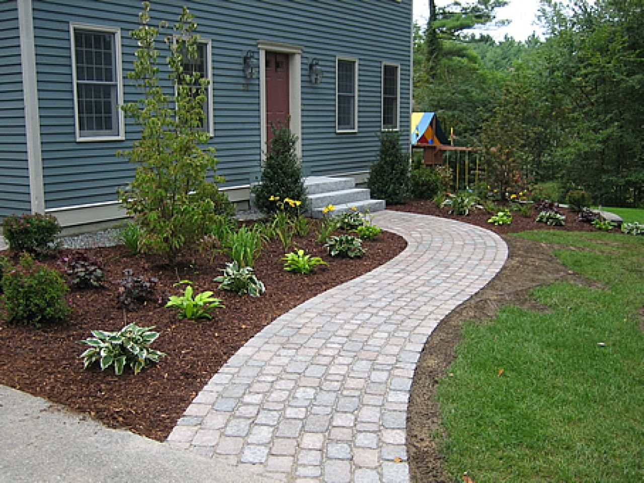 Curved-brick-paver-walkway-inexpensive-pavers-for-walkway