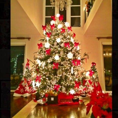 Keyshia Ka Oir Calls The Ka Oir Dolls Says Merry Christmas Christmas Merry Christmas Christmas Tree