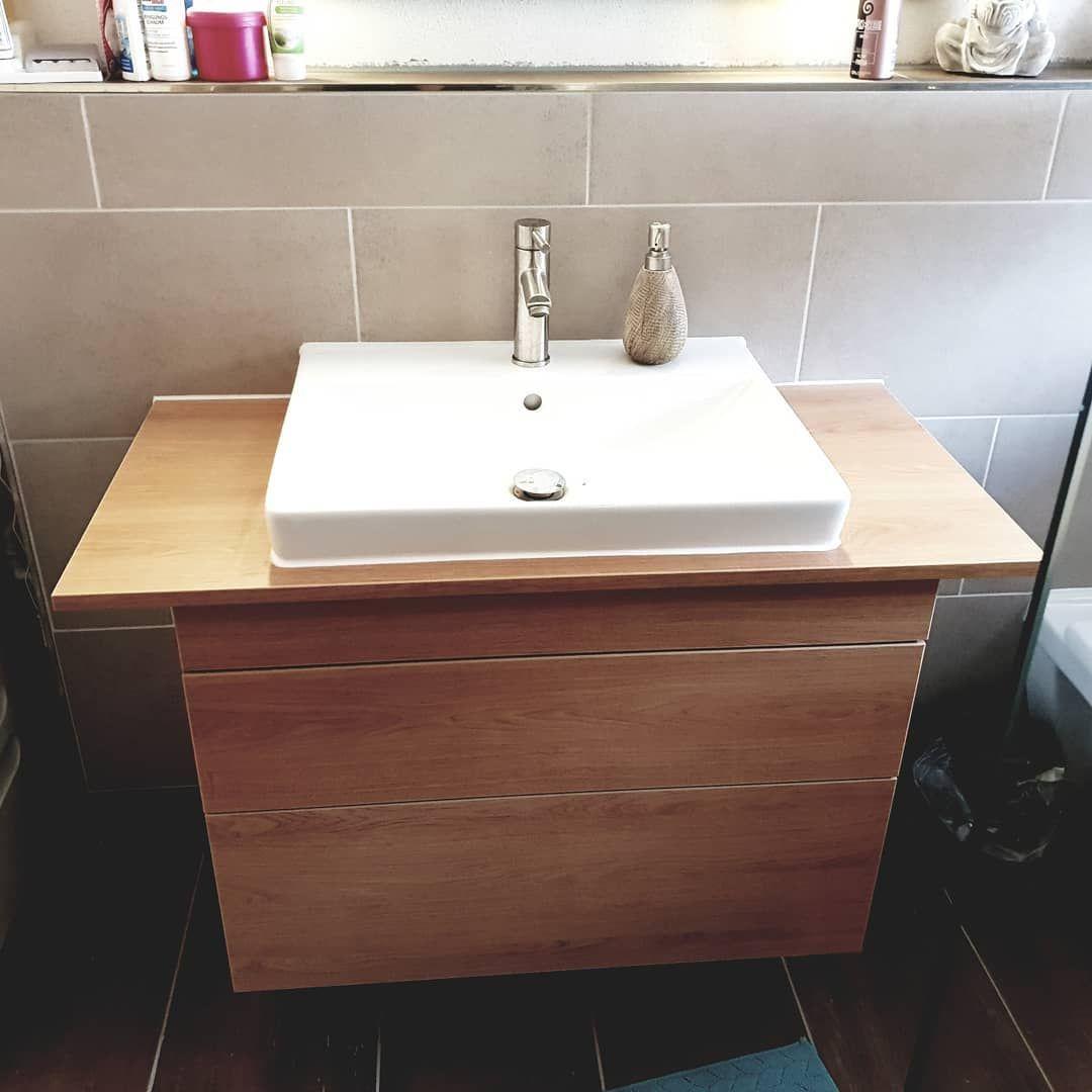 Waschtisch Die Schubladen Sind Mit Touch Zu Offnen Dekor Eiche Und Cremeweiss Waschtisch Schubladen Badezimmer Mobel