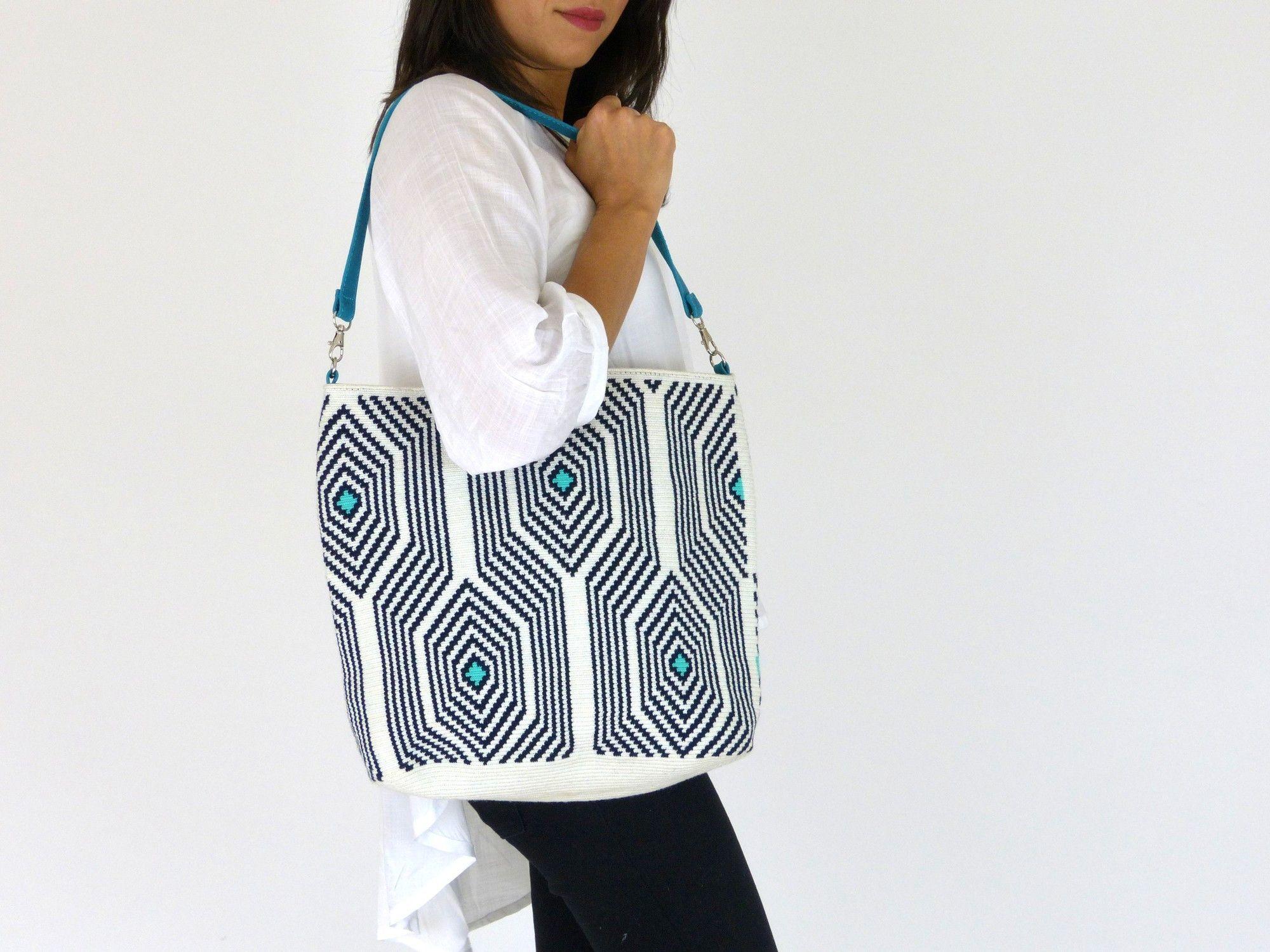 """Wayuu """"Susu"""" Handbags - Wayuu Life www.wayuulife.co.uk2000 × 1500Sök med bild…"""