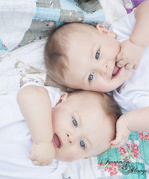 Pin de Livia Moraes em Twins | Cute babies, Baby e Twin babies