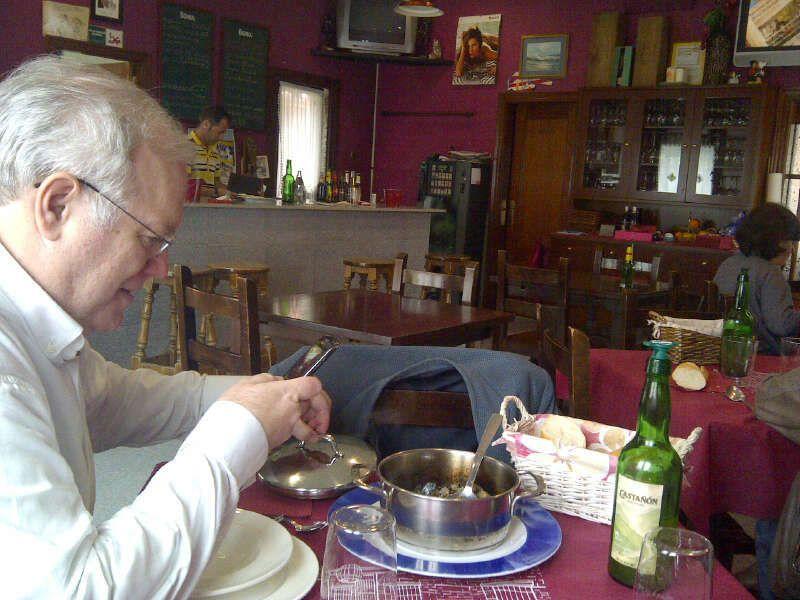 Gijón comiendo lapas