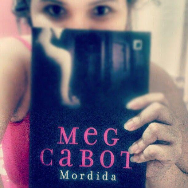 Começar por #Mordida da #MegCabot pq é continuaçao, depois será #ASeleçao, #Oquevocequiser, e, por fim, #BemProfundo <3 <3 livros...