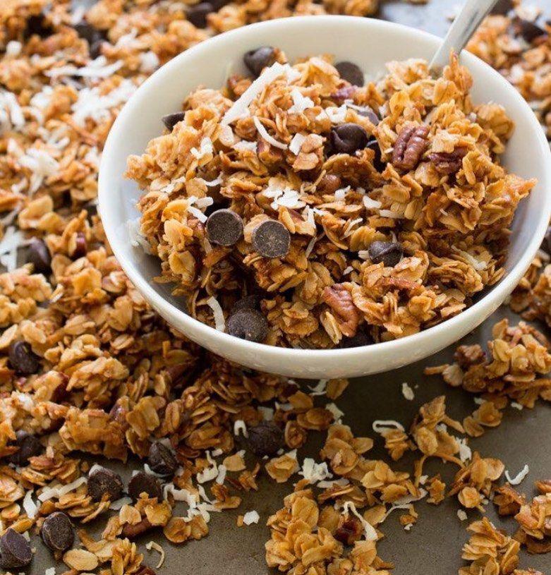 جرانولا مع جوز الهند المبشور ورقائق الشوكولاته يحتوي على نكهة جوز الهند الرائعة Sugar Free 2 Granola Recipes Food Chocolate Chip Granola Recipe