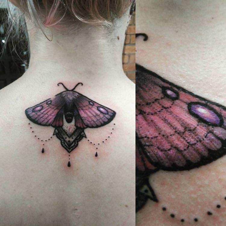 Nachtfalter Tattoo Rucken Violett Karma Tattoo Bedeutungen Tattoo Rucken Tattoo Ideen