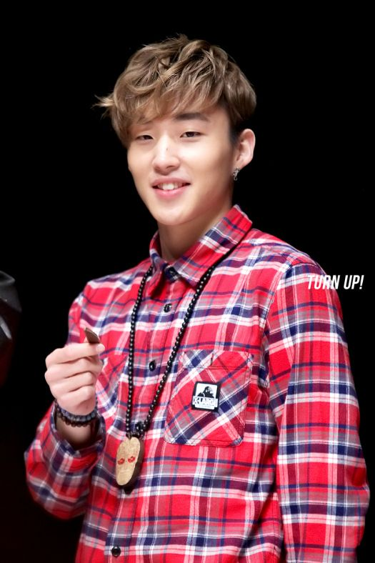 Jongup  @ Culture & Arts Center Outdoor Venue Fansign in Pohang (130406) http://wp.me/pVYv8-yRp