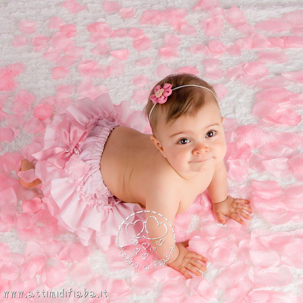 Foto di bambina tra i petali attimi di fiaba fotografo - Foto di bambini piccoli ...