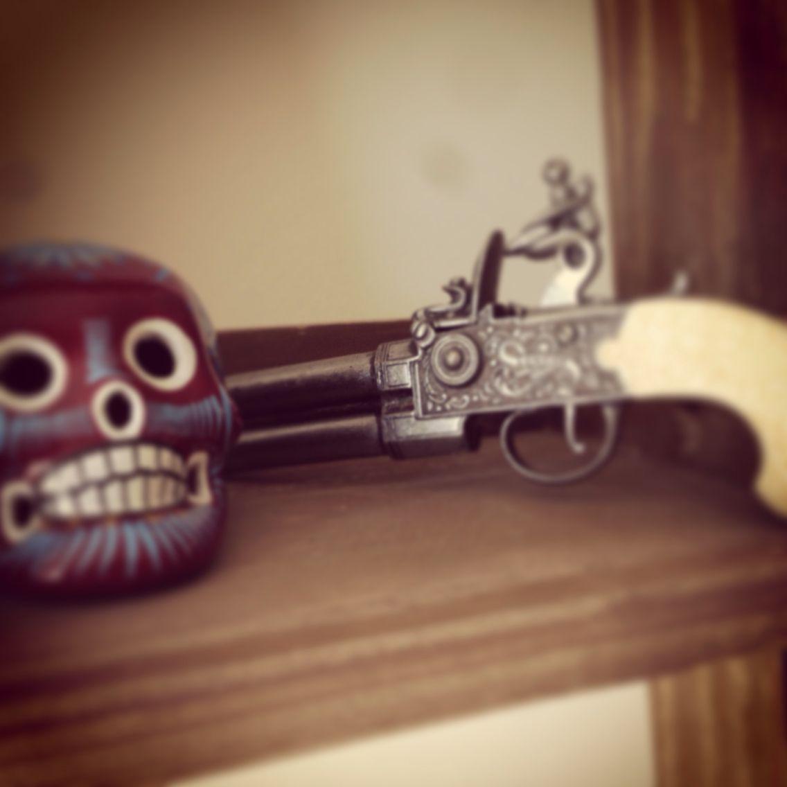 Teschi e pistole