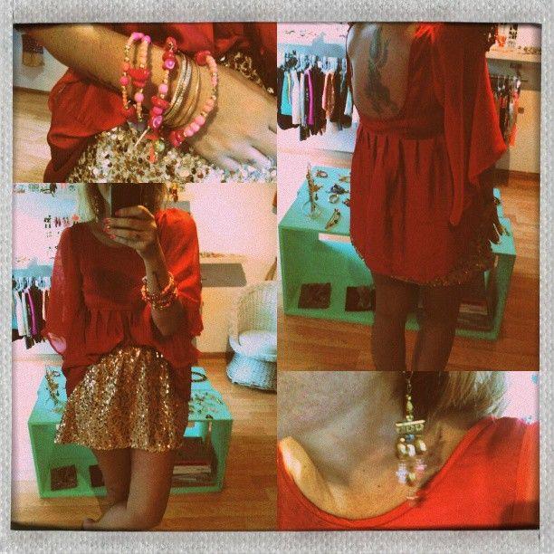 tunica roja + mini evase paillettes + pack pulseras + aros piedras.