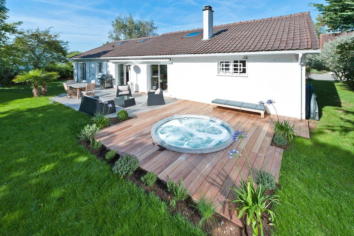 spa sm240 encastr dans une terrasse en bois jardin. Black Bedroom Furniture Sets. Home Design Ideas